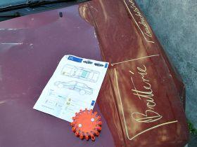 Mit Hilfe der Rettungskarte können die Gefahrenquellen für die Retter schnell für alle auf dem Fahrzeug kenntlich gemacht werden.