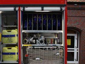 Tag 8: C Schlauchmaterial sowohl einzelnd als auch in Schlauchtragekörben und Armaturen zur Wasserfortleitung.