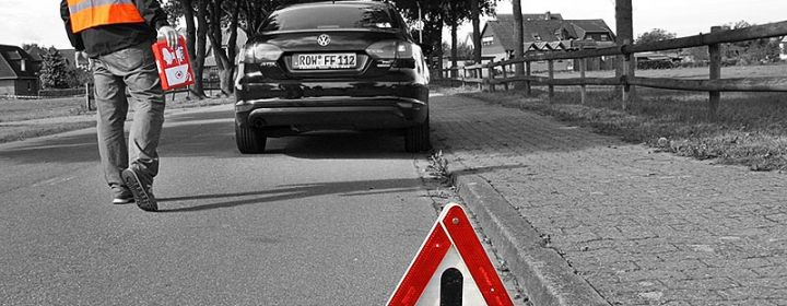 Warnweste, Verbandkasten und Warndreieck - Pflicht im Auto!