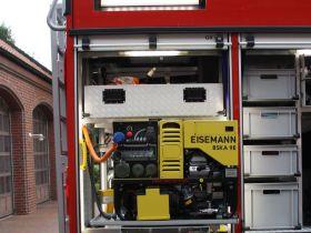Tag 9: 9 kVa Stromerzeuger, fest angeschlossen an die Stromverbraucher im Fahrzeug.